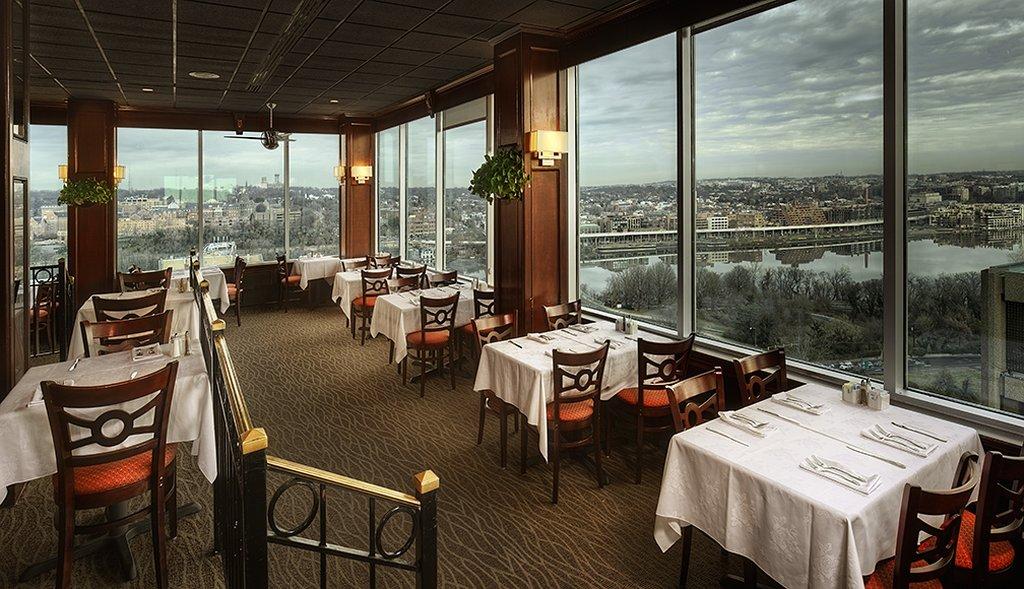 Vantage Point Rooftop Restaurant 17th Floor Holiday Inn Rosslyn At Key Bridge 1900 N Fort Myer Drive Arlington Virginia 22216 1 703 807 2000