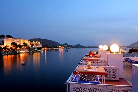 India Rooftop amp Top Floor Restaurant or Bar : India Udaipur Lake Pichola Hotel from www.rooftoprestaurants.com size 575 x 384 jpeg 24kB