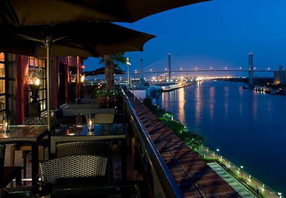 http://www.rooftoprestaurants.com/Images/US-Georgia-Savannah-Bar-View.jpg